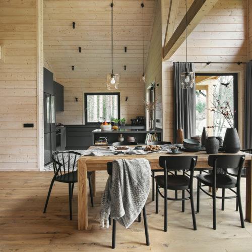 Leśny domek widok na otwartą kuchnię
